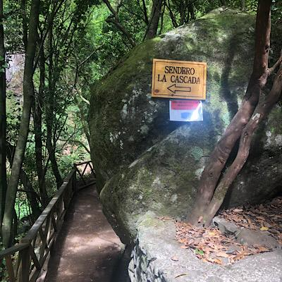 Cartel entrada cascada de Los Tilos